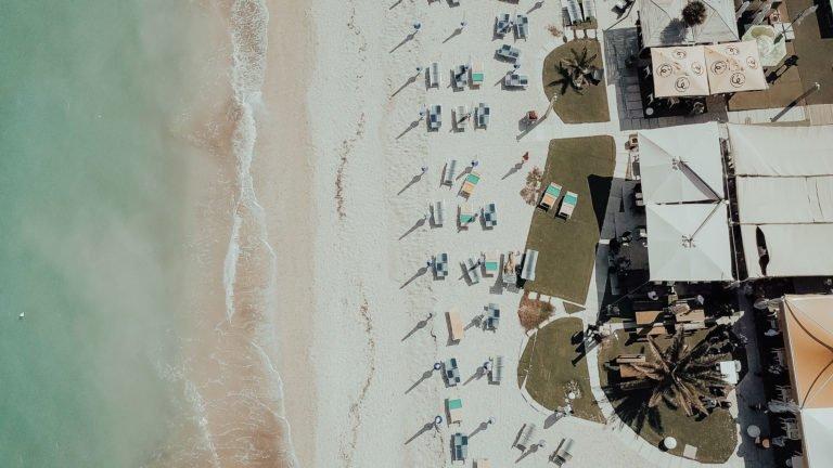 foto con drone della spiaggia