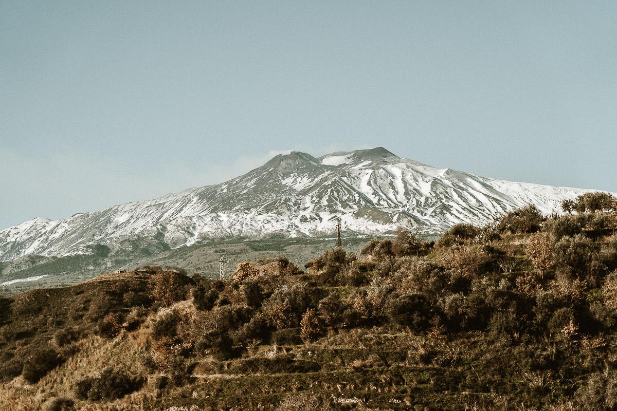 foto vista del vulcano etna in sicilia