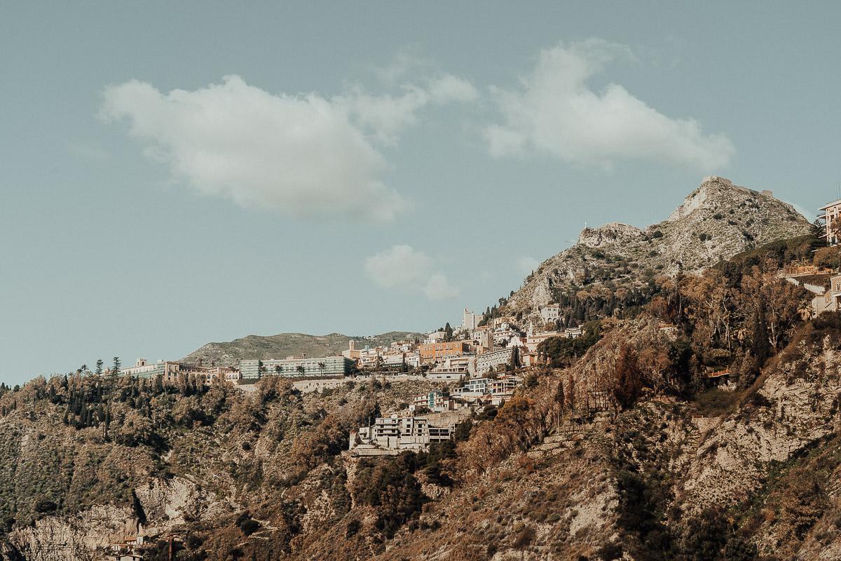 foto della città di taormina in sicilia