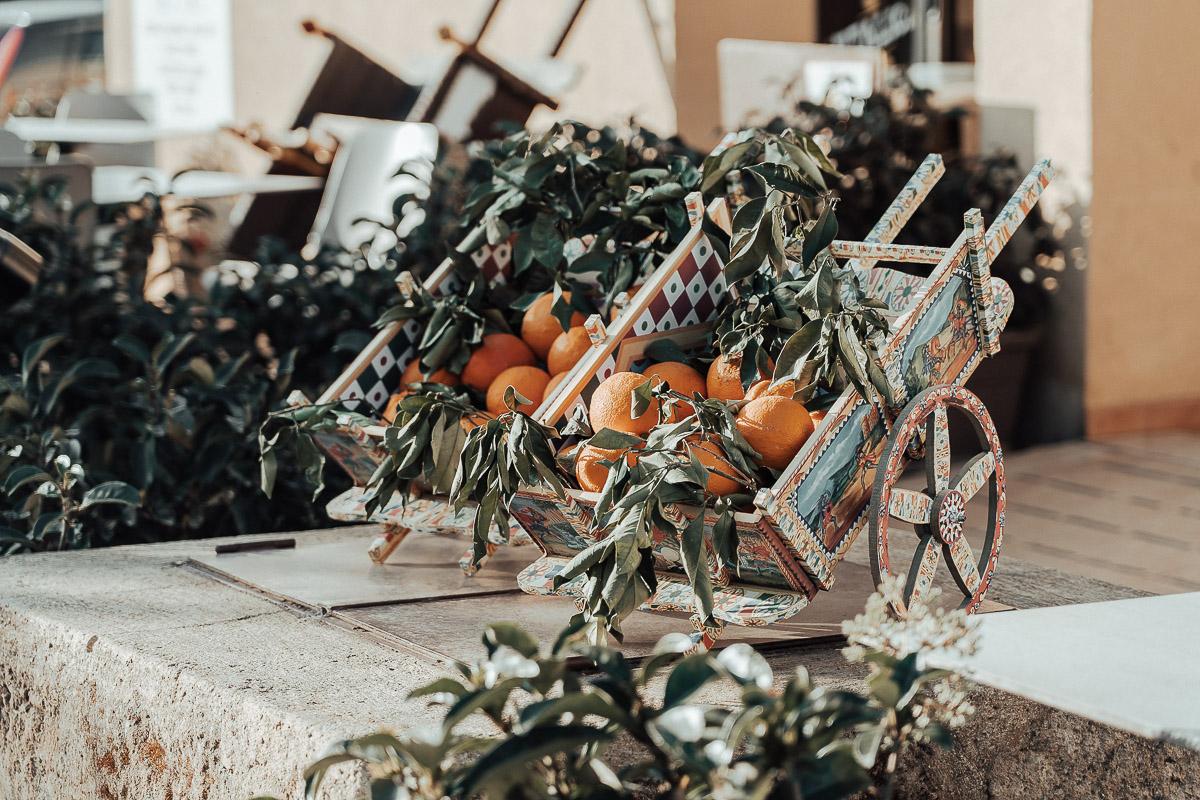 carretti siciliani e arance